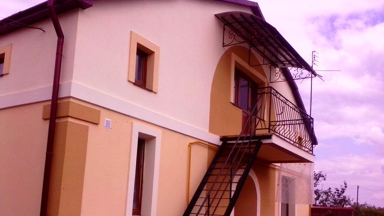 Фасадні роботи село Бірки